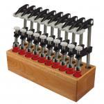 Holzblock mit 10 Schraubzwingen