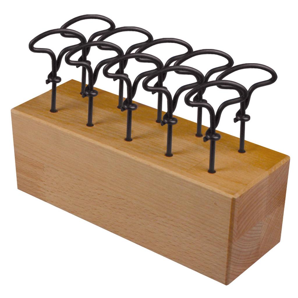 Holzblock mit 10 Nagelbohrern