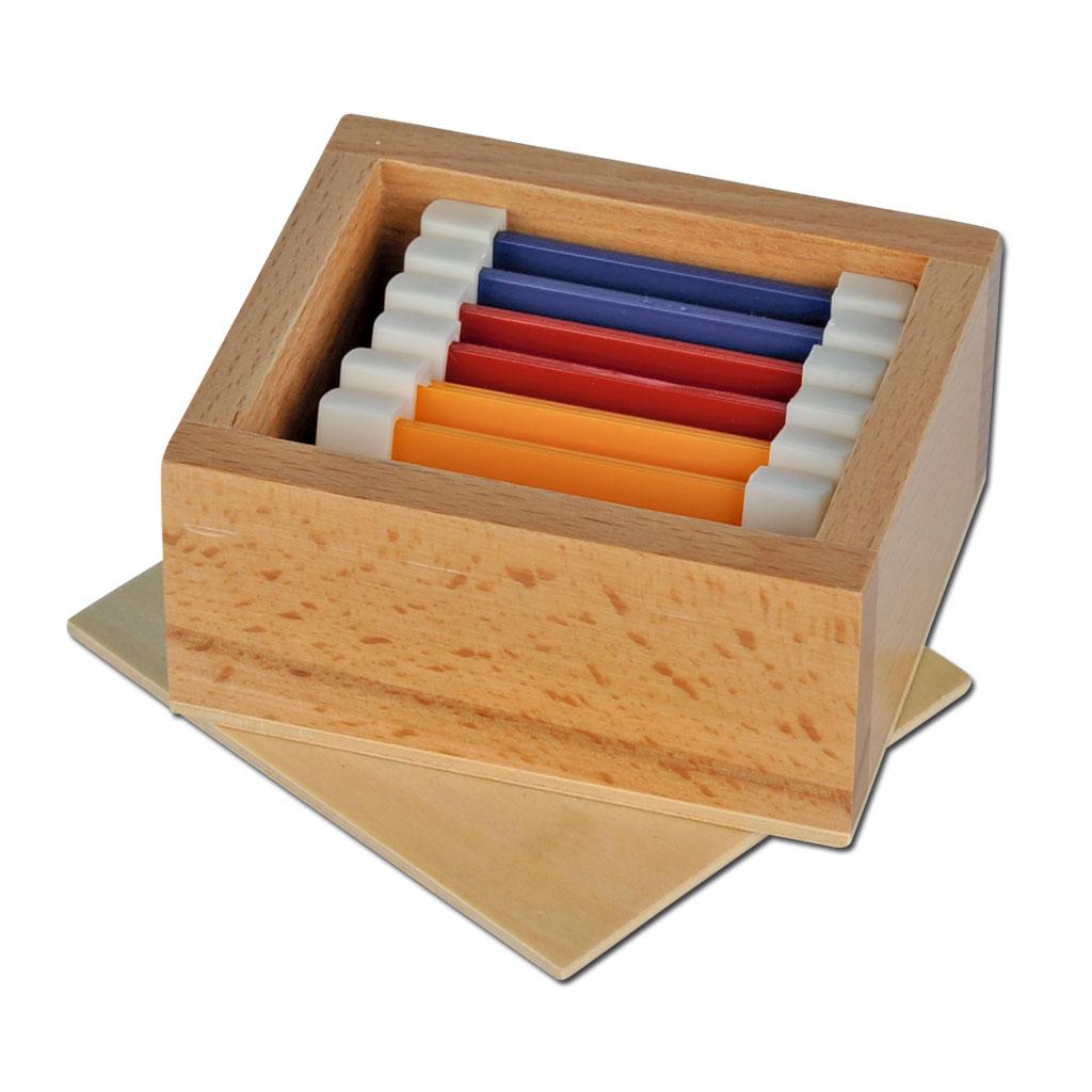 Farbtäfelchen im Holzkasten